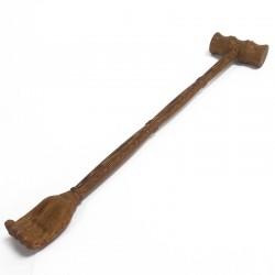 Masážna škrabka na chrbát z dreva